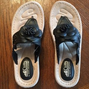 Cliffs by White Mountain Sandals size 8M